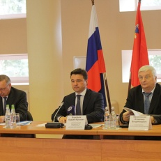 Acting Governor A.Y. Vorobiev and Presidential Plenipotentiary Envoy to the Central Federal District A.D. Beglov visit EcoBazaar